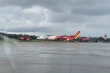 Video: Máy bay Vietjet trượt khỏi đường băng, đáp xuống cỏ ở Tân Sơn Nhất