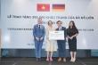 Nữ doanh nhân Việt trao tặng nhân dân Đức 300.000 khẩu trang