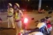 Chạy xe máy vào đường cấm, nam thanh niên tông CSGT trọng thương