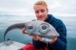 Nam thanh niên bắt được 'thủy quái' đầu sư tử, thân rồng ở Na Uy