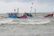 Sóng lớn đánh chìm tàu, 3 ngư dân Quảng Nam thoát chết trong gang tấc
