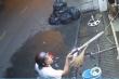 Côn đồ đánh cô gái dã man, dọa chém người can ngăn ở Sài Gòn