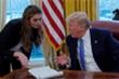 Chân dung nữ cố vấn xinh đẹp mắc COVID-19 của ông Trump