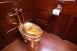 Bồn cầu bằng vàng trị giá 139 tỷ đồng bị đánh cắp