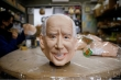 Mặt nạ hình ông Biden bán đắt hàng