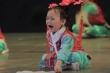 Clip: Bé gái khóc như mưa khi múa trên sân khấu