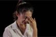 Thí sinh Hoa hậu Việt Nam bật khóc khi thấy bữa cơm với muối của hai bà cháu