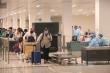 Ảnh: Đưa 105 công dân Việt Nam trở về từ Indonesia vào khu cách ly tại Sóc Trăng