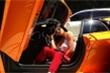 Nữ tỷ phú trẻ nhất thế giới Kylie Jenner khoe dáng bên siêu xe