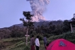 Núi lửa mạnh nhất ở Indonesia phun trào, tro bụi bốc cao 6 km