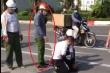 Xác minh clip công an thản nhiên đứng gọi điện thoại mặc tài xế vật lộn tên cướp