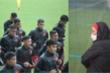 HLV Park Hang Seo đội mưa chỉ đạo U22 Việt Nam tập luyện