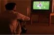 Cô gái than thở vì bạn trai rủ vào khách sạn để xem...bóng đá
