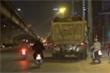Xe tải 'thải bậy' được dung túng, mặc sức tạo bẫy giết người trong đêm Hà Nội