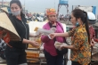 Cảng cá Hà Tĩnh đông đúc, dân vô tư không đeo khẩu trang giữa mùa dịch COVID-19