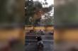 Clip: Xe máy bị gió thổi bay trong cơn bão số 5 ở Huế