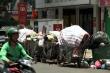 Người dân chặn xe vào bãi rác Nam Sơn, đường Hà Nội ngập rác