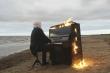 Clip: Nghệ sĩ mù người Nga chơi đàn cùng chiếc piano bốc cháy dữ dội