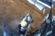 Clip: Hai cô gái trộm bóng đèn bị camera an ninh 'tóm'