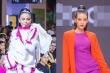Top 20 'Top Model Online' tự tin catwalk, Mâu Thủy thần thái khi làm vedette sàn diễn