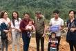 Đàm Vĩnh Hưng giản dị trao quà từ thiện ở Quảng Bình