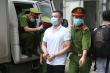 Ảnh: Công an áp giải 14 bị cáo buôn hàng lậu trong đại án Nhật Cường đến tòa