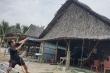 Bão số 5 sắp đổ bộ, dân Quảng Nam giăng dây chằng chịt giữ nhà hàng ven biển