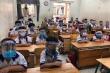 Cho học sinh đeo mũ chắn giọt bắn: Dân mạng bức xúc gọi là 'tối kiến'