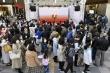 Bất chấp Covid-19, hơn 50.000 người Nhật Bản đi xem đuốc Olympic Tokyo