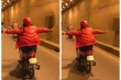 Clip: Phụ nữ lái xe máy buông cả 2 tay ở Hà Nội khiến người đi đường thất kinh