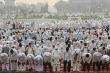 Hàng chục nghìn người tập trung cầu nguyện xua đuổi Covid-19