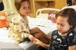 Hai chị em cùng bị u não hiếm gặp