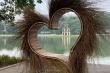 Bị phản ứng, 'trái tim lông lá' bên Hồ Gươm được tháo dỡ