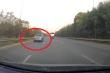 Clip: Ô tô liều mạng chạy ngược chiều trên cao tốc Láng - Hòa Lạc