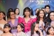 Lynk Lee mặc đầm lộng lẫy diễn vedette cho show thời trang