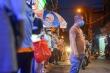 Hà Nội: Người dân xếp hàng cả giờ để được mua bánh trung thu