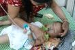 Bé 19 tháng hôn mê sau 3 tiếng bị bỏ quên trên xe ô tô ở Vĩnh Phúc