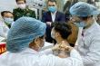 Ba người đầu tiên tiêm thử nghiệm vaccine COVID-19 của Việt Nam