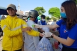 Ảnh: Dân Quảng Nam từ già tới trẻ mang rác đổi nước rửa tay phòng Covid-19