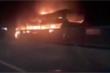 Xe khách bốc cháy ngùn ngụt trên đường ở Đồng Nai