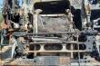 Xe đầu kéo chở cát bốc cháy ngùn ngụt trên Quốc lộ 1A
