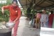 Người dân góp thực phẩm, nấu cơm tiếp sức lực lượng cứu hộ ở Rào Trăng 3