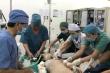 Hàng chục bác sĩ được huy động cứu bé gái bị tai nạn do chơi tàu lượn dịp Tết