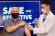 Mỹ truyền hình trực tiếp Phó Tổng thống Mike Pence tiêm vaccine COVID-19