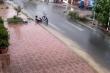 Clip: Nam sinh đội mưa vớt rác, thông cống đốn tim người xem