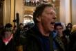 Dân Mỹ vác súng vào nhà Quốc hội tiểu bang biểu tình, phản đối lệnh phong tỏa