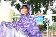 Ảnh: Xúc động khoảnh khắc phụ huynh đội mưa đợi con thi tốt nghiệp