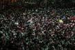 Bất chấp lệnh giới nghiêm, dân Thái vẫn đi biểu tình