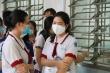Ảnh: Sĩ tử Sài Gòn đo thân nhiệt, đeo khẩu trang vào phòng thi tốt nghiệp THPT