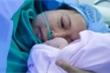 Người mẹ rơi nước mắt hạnh phúc ôm con đầu lòng sau 10 năm hiếm muộn